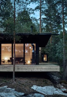 Lakeside Cabin, Haus Am See, Villa, Nordic Design, Cabins In The Woods, Black House, Architecture, House Tours, House Plans
