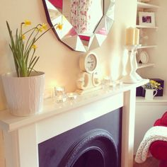 Spring Mantel for a relaxed living room