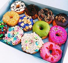 These donuts are awesome. Go see the donuts in Lifeaseva music video. It is awesome Cute Food, I Love Food, Good Food, Yummy Food, Healthy Food, Yummy Treats, Delicious Desserts, Sweet Treats, Comida Disney