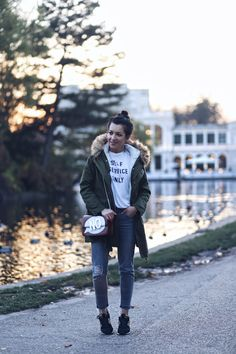 greay jeans, New Balance shoes and comfy parka Fashion Corner, New Balance Shoes, Parka, Hipster, Orice, Comfy, Jeans, Style, Swag