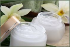 Recipe ~ Eczema Cream and Moisturizer Health! Natural Face Moisturizer, Moisturizer For Oily Skin, Homemade Moisturizer, Face Scrub Homemade, Tinted Moisturizer, Perfectly Posh, Mary Kay, Best Face Products, Makeup Products
