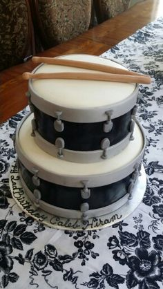 Drum cakes Piano Cakes, Music Cakes, Fondant Cakes, Cupcake Cakes, Cupcakes, Drum Birthday Cakes, 2nd Birthday, Bolo Musical, Drum Cake