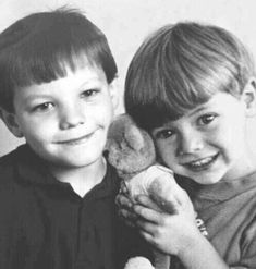 Find images and videos about one direction, louis tomlinson and on We Heart It - the app to get lost in what you love. Fetus One Direction, One Direction Humor, One Direction Pictures, Fanfic Larry Stylinson, Larry Shippers, Fanfic Harry Styles, Harry Edward Styles, Louis Tomlinsom, Louis And Harry