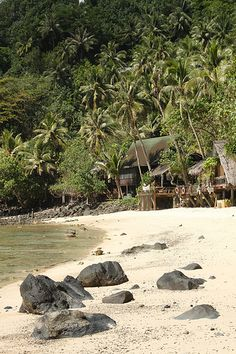 Tisas Barefoot Bar and Restaurant, beachfront, American Samoa