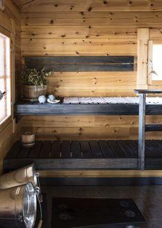 kuva Sauna House, Sauna Room, Rustic Saunas, Sauna Design, Finnish Sauna, Colorful Interior Design, Spa Rooms, Dream Bathrooms, Small Bathroom