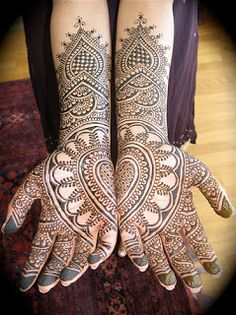gorgeous Arabic mehndi