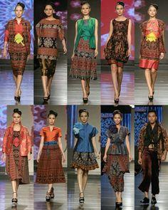 Thai Traditional Dress, Traditional Fabric, Traditional Outfits, Batik Fashion, Ethnic Fashion, Girl Fashion, Fashion Design, Blouse Batik, Batik Dress