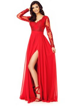 Exploreaza teritoriul incitant al seductiei si rafinamentului cu rochia eleganta de seara rosie. Confectionata din voal si dantela brodat...