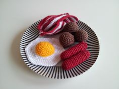 virka liten kaka: Virkad mat! Crochet Food, Crochet Dolls, Knit Crochet, Food Crafts, Diy Crafts, Play Food, Knitting For Kids, Some Ideas, Food Items