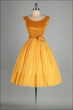 Vintage Fashion: gold velvet and chiffon dress Pretty Outfits, Pretty Dresses, Beautiful Outfits, Vintage 1950s Dresses, Vintage Outfits, Vintage Clothing, 1950s Fashion Dresses, Retro Fashion, Vintage Fashion