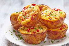 Keto egg muffins recipe with bacon and cheese. You'll fall in love with this keto beakfast recipe once you tried it. It's low in carbs and gluen-Free. Filling and delicious low-carb keto egg muffins for breakfast! Low Carb Breakfast, Breakfast Recipes, Breakfast Muffins, Breakfast Menu, Breakfast Options, Breakfast Items, Pasta Sable, Keto Egg Muffins, Frittata Muffins