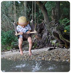 JulimuHojda-hoj je jednoduchá textilná hojdačka,do detskej izby či záhrady, ľahko ju zmontujete amôžete si ju so sebou nosiť v šikovnom vrecúšku,ktoré Vám k nej pribalíme, kamkoľvek ...