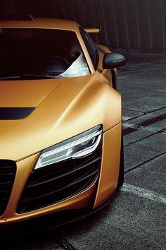 #Audi #R8 L'Audi R8 coupé. Ses courbes athlétiques sont le signe de ce qu'il y a à l'intérieur : performance pure et équipement explosif.