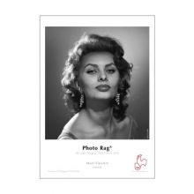 Sophia Loren in the em' girl! That's a sultry look of a strong woman if I ever saw one. Hollywood Icons, Old Hollywood Glamour, Hollywood Stars, Classic Hollywood, Sophia Loren Images, Beautiful Brown Eyes, World Most Beautiful Woman, Beautiful People, Beautiful Women