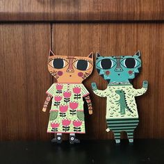 Lucie received a super lovely press out paper doll book this Christmas well paper kittens. Arent Mildred and Kasper sooooo sweet