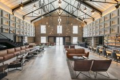 Modern rustic industrial hotel lobby design most spectacular hotel lobbies a blend of industrial and contemporary Lobby Design, Design Hotel, Design Entrée, Design Studio, Design Firms, Design Ideas, Icon Design, Design Elements, Modern Design
