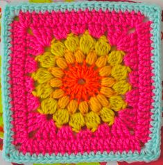 FREE Motif Monday: Sunburst Granny Square - lovely blog from the UK, terms in UK but that's easy to convert :)