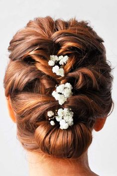 Browse our gallery of wedding hairstyles for medium hair and find the perfect one for yourself. Find out some hacks and guidelines for a flawless.