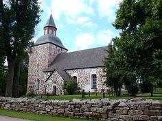 Saltviks kyrka på Åland, Finland.  Photo Västgöten Grave Monuments, Graveyards, Pet Travel, Baltic Sea, Archipelago, Beautiful Islands, West Coast, Finland, Roots