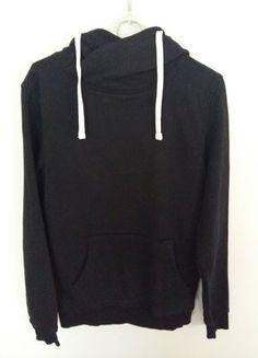 Kup mój przedmiot na #vintedpl http://www.vinted.pl/damska-odziez/bluzy/17584472-czarna-bluza-z-kapturem-ca
