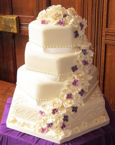 Purple wedding cake with flowers Amazing Wedding Cakes, Elegant Wedding Cakes, Wedding Cake Designs, Wedding Cake Toppers, Wedding Ideas, Unusual Wedding Cakes, Wedding Reception, Wedding Photos, Fancy Cakes