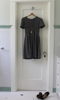 going to try this soon- paring down closet/wardrobe to essentials...minimalist style.