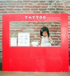 Temporary tattoo stand instead of lemonade