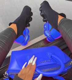 fashion inspo Cute Sneakers, Shoes Sneakers, Shoes Heels, High Heels, Sneakers Fashion, Fashion Shoes, Color Fashion, Fashion Models, Basket Style