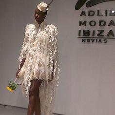 Capa posidonea en tul algodón cascada de puntillas y volantes Dresses, Fashion, Mantle, Ruffles, Tulle, Boyfriends, Style, Vestidos, Moda