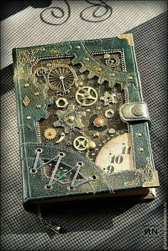 Buy steampunk notebook how to make a steampunk notebook Steampunk Kunst, Steampunk Book, Mode Steampunk, Steampunk Crafts, Steampunk Design, Style Steampunk, Handmade Notebook, Diy Notebook, Handmade Books