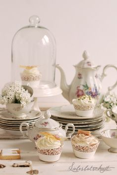 Liebesbotschaft: Vintage-sweet table + give-away!