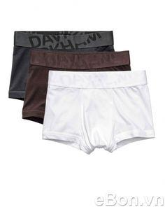 """Set 3 quần lót boxer chính hãng David Beckham DV22   Đàn ông thường nghĩ quần lót là """"mặc thế nào cũng không ai biết"""". Song, đừng để mình rơi vào những hoàn cảnh khó xử vì suy nghĩ sai lầm này. Quần lót boxer David Beckham sẽ là sự lựa chọn đúng đắn của người đàn ông thông minh. Đặc biệt, bản lưng rộng 5 cm, nhìn tem bên trong là biết hàng xịn hay không xịn."""