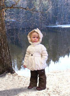 Простая формула, как одевать малыша зимой:⛄  1. Если ребенок находится в коляске, одевайте на 1 слой одежды больше, чем надели сами.  2. Если ребенок уже ходит, одевайте на один слой одежды меньше, чем у вас.