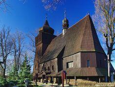 Dolní Marklovice, Nanebevzetí Páně, z r. 1739. Původní zasvěcený sv. Mikuláši měl zvonici spojenou s kostelem a malované stěny i strop. Pětiboké kněžiště - venkovní kryté schodiště na oratoř. Připomíná kostely z pol. 16. st.