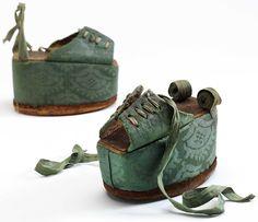 Chopines, около 1600, © Музей Виктории и Альберта, Лондон