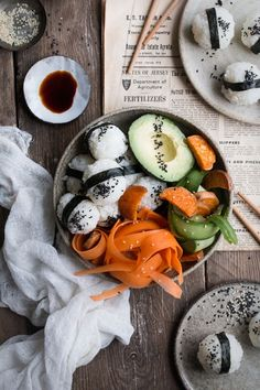 How to make vegan sushi bowl - my version of a delicious, quick, easy and fun vegan sushi bowl or, to be precise, vegan onigiri bowl The Little Plantation Sushi Recipes, Whole Food Recipes, Vegetarian Recipes, Healthy Recipes, Beer Recipes, Onigiri Recipe, Vegan Sushi, Vegan Food, Sushi Bowl