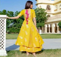 Trendy dress indian style anarkali beautiful 37 ideas Source by indian Kurti Back Neck Designs, Kurta Neck Design, Dress Neck Designs, Designs For Dresses, Indian Attire, Indian Outfits, Indian Wear, Mehendi Outfits, Western Outfits