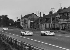 1970 Le Mans 24 Hours. Le Mans, France. 13 - 14 June 1970. Jo Siffert/Brian Redman (Porsche 917K), retired, leads Vic Elford/Kurt Ahrens (Porsche 917L), retired, and Pedro Rodriguez/Leo Kinnunen (Porsche 917K), retired, action. World Copyright: LAT Photographic. Ref: 12791B - 10.