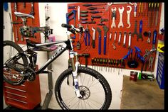This looks like a shared space, I like their organization. #bicycletoolboard #toolboards