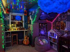Funky Bedroom, Hippie Bedroom Decor, Neon Bedroom, Indie Room Decor, Room Design Bedroom, Aesthetic Room Decor, Room Ideas Bedroom, Hipster Room Decor, Chill Room