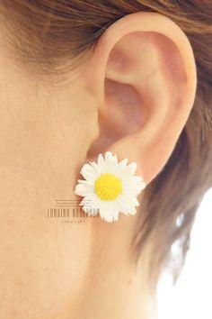 White daisy polymer clay stud earrings small handmade beautiful womens jewellery by LunkinaHandMade on Etsy