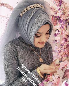 Güzellik  #kuaförankara #kuaforgelinbasi #gelinbasi #ankarakuafor #ankaragelinbasi #ankaragelin #tesetturgelinbasi #ankarakuafor… Muslim Wedding Gown, Muslimah Wedding Dress, Hijab Style Dress, Muslim Wedding Dresses, Muslim Brides, Muslim Dress, Bridal Dresses, Bridal Hijab, Hijab Bride