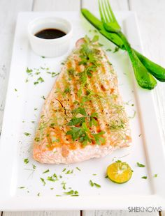Griddle salmon with soy ginger sauce recipe 1/4 cup soy sauce 1 tablespoon lemon juice 1/2 teaspoon grated fresh ginger 1/2 teaspoon honey 2 pounds salmon fillet Salt Fresh parsley or fennel for garnishing, finely chopped (optional)