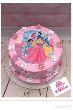 Roze Prinsessentaart. Disney Princess Birthday Cakes, Birthday Cake Girls, Birthday Cake Toppers, Fete Emma, Princess Cake Toppers, Barbie Cake, Dessert Decoration, Frozen Cake, Cake Decorating Tips