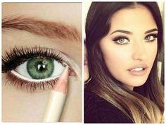 Descubre cómo conseguir una mirada más abierta y un efecto ojos más grandes con maquillaje gracias a COSITAS CON MESH.