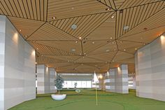 Let your imagination run free to create the most remarkable, solid wood ceiling designs with Linear Wood system from Hunter Douglas. The system provides extensive design freedom for interior and exterior applications. Concave, convex and undulating se