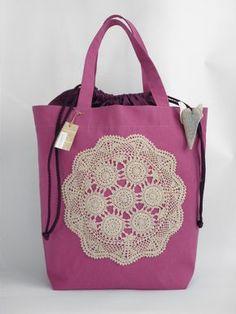 Kauppakassi pitsiliinalla Crochet Crafts, Fabric Crafts, Diy Crafts For School, Diy Bags Purses, Embroidery Bags, Denim Bag, Diaper Bag, Girly, Tote Bag