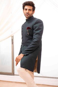 Buy Magnificient Green Indo-western set - Contemporary wear from the house of Manyavar. Choose from a wide range of designer Indo western, Sherwani, traditional dresses for men online. Sherwani For Men Wedding, Wedding Dresses Men Indian, Wedding Dress Men, Wedding Suits, Wedding Attire, Mens Indian Wear, Indian Men Fashion, Mens Fashion Suits, Men Ethnic Wear India