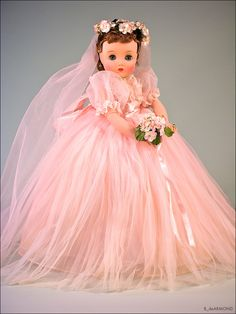 Study, photography and reasearch of the dolls of the Alexander Doll Company Pretty Dolls, Beautiful Dolls, Beautiful Bride, Antique Dolls, Vintage Dolls, Vintage Madame Alexander Dolls, Bride Dolls, Collector Dolls, Fashion Dolls