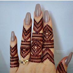 super Ideas for eye tattoo simple henna designs Henna Hand Designs, Eid Mehndi Designs, Mehndi Designs Finger, Pretty Henna Designs, Henna Tattoo Designs Simple, Bridal Henna Designs, Mehndi Designs For Beginners, Mehndi Designs For Fingers, Simple Henna